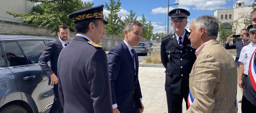 Les Mureaux : nouveau ministre de l'Intérieur, Gérald Darmanin en visite au commissariat