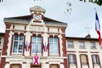 Enseignant tué à Conflans : à Mantes-la-Ville, les drapeaux sont en berne