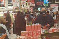 Reconfinement : le magasin Auchan de Mantes pris d'assaut avant les annonces de Macron
