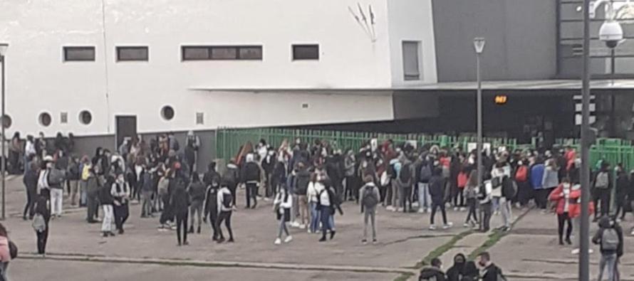 Covid-19 à Aubergenville : blocus au lycée Van Gogh pour dénoncer les conditions de travail