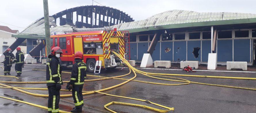 Mantes-la-Ville : le gymnase Aimé Bergeal détruit par un incendie accidentel ou criminel ?
